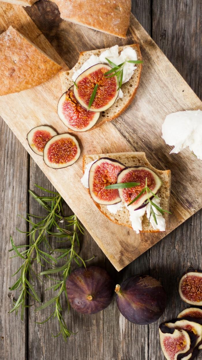 Тартин с инжиром и мягким сыром: просто