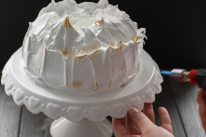 Пирог с бататом и орехами: обжигаем меренгу