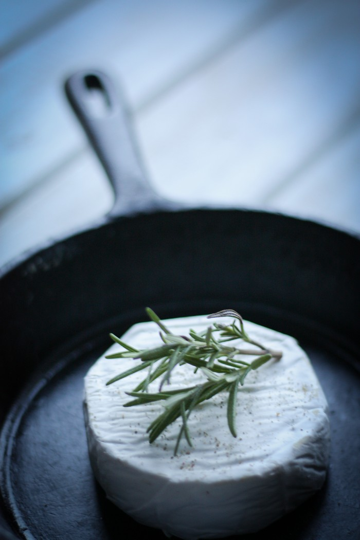 cheese brie: with rosemary