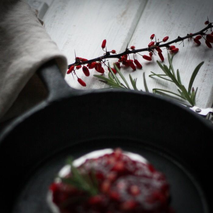 Бри с ягодами: оформление