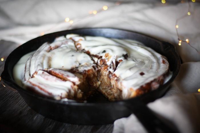 Синнабон - целый пирог с корицей