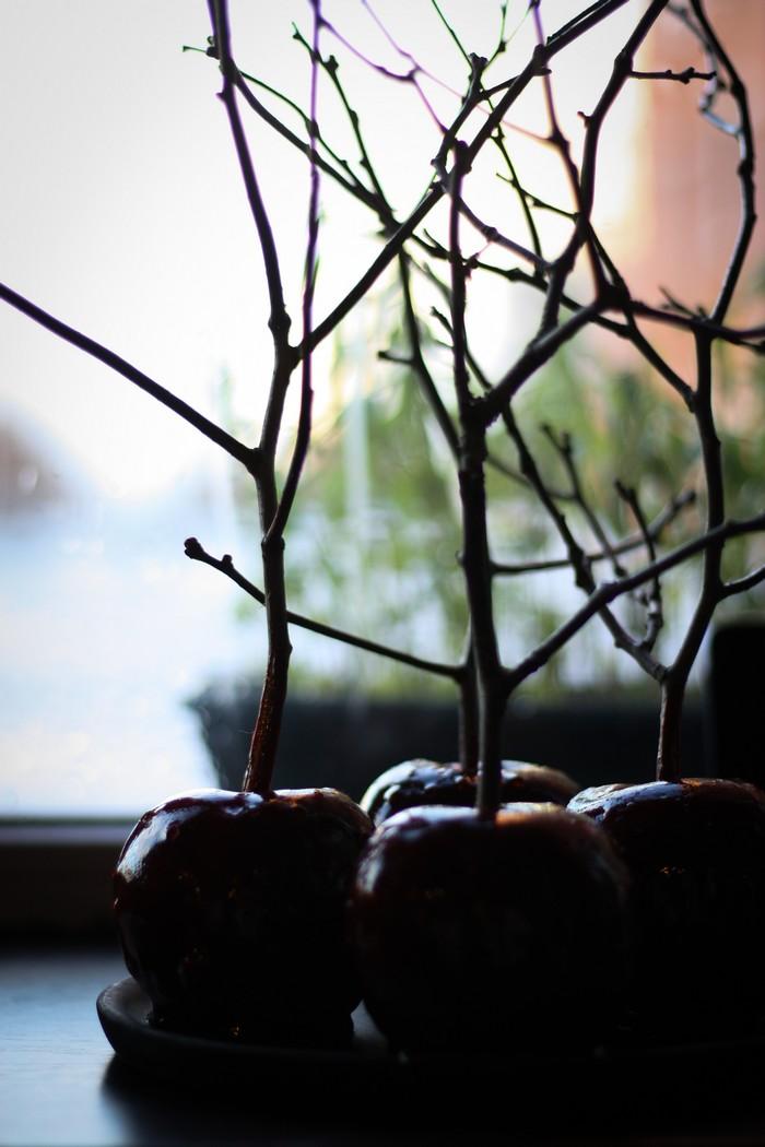 Яблоки в карамели: украшение