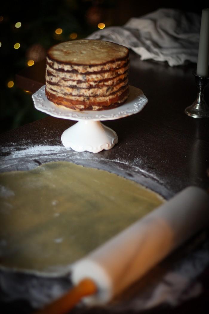 Снежный торт: раскатываем марципан