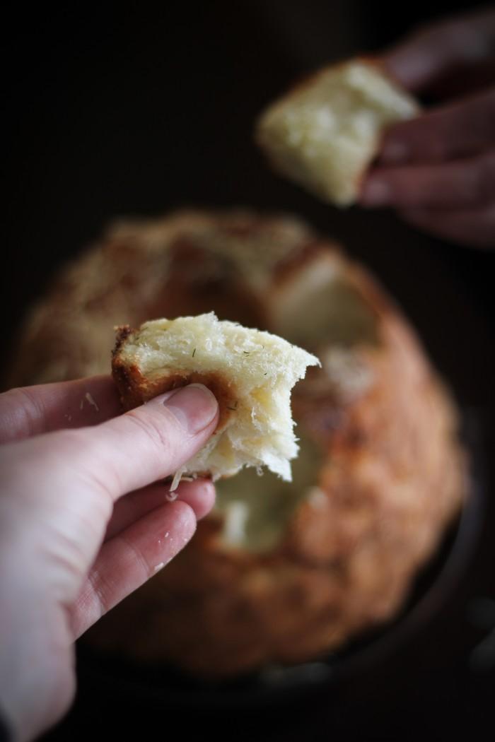 Обезьяний хлеб - отрываем маленькие кусочки