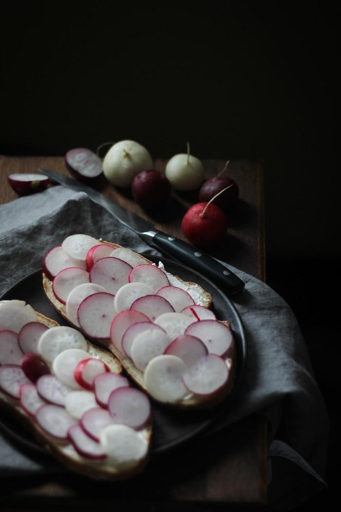 Бутерброд с редисом