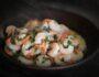 Креветки в большом блюде
