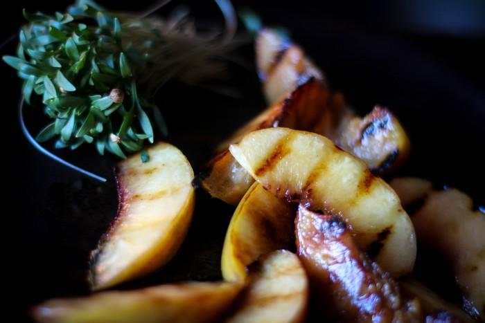 Салат из персика - персики на гриле