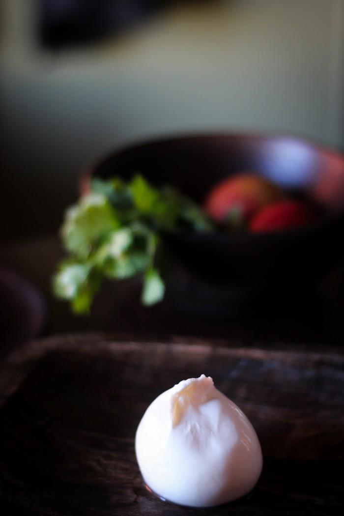 Салат из персиков - буррата