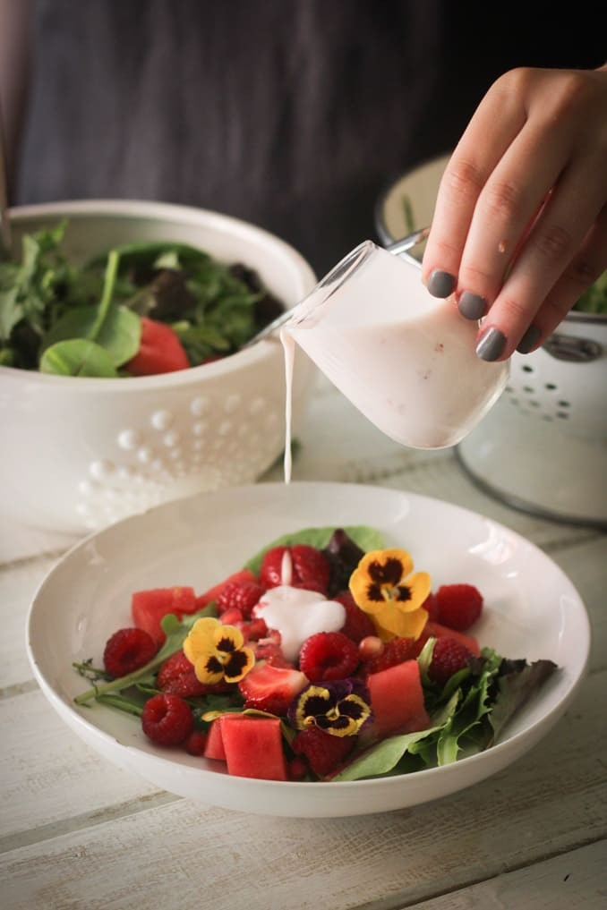 Летний салат: поливаем йогуртом
